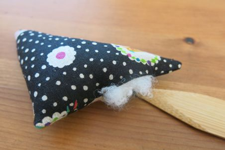 finger pincushion07