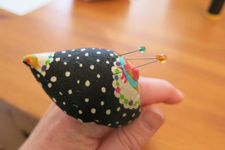 finger pincushion12
