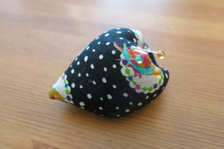 finger pincushion14